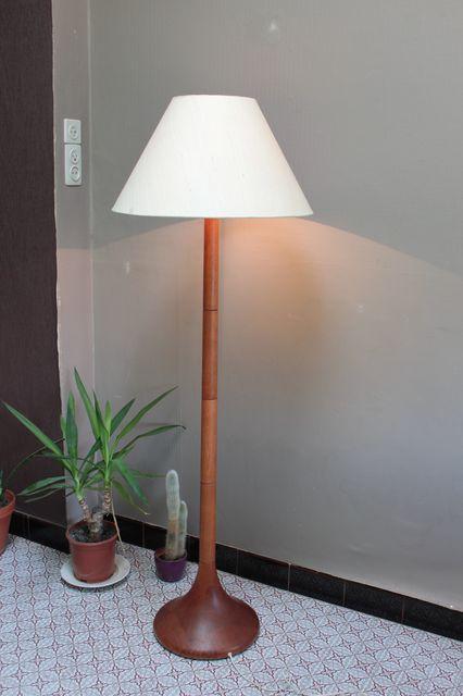 lampe sur pied scandinave. Black Bedroom Furniture Sets. Home Design Ideas